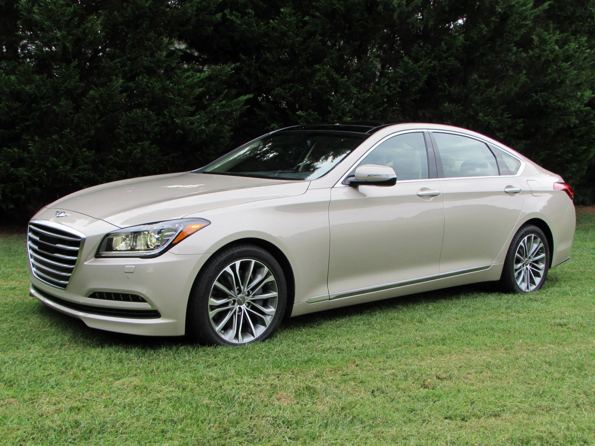 au motoring video icon com hyundai genesis review